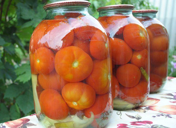 Солодкі мариновані помідори в банках на зиму