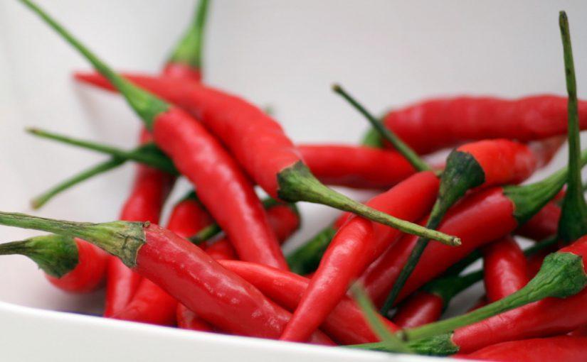 Вогненні запаси: що можна приготувати з гіркого перцю на зиму