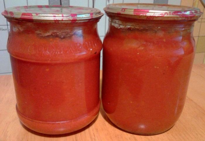 Смачний домашній кетчуп з помідор з крохмалем на зиму