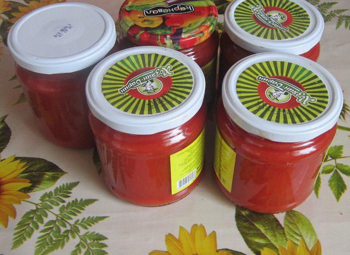 Простий томатний кетчуп з яблуками і перцем на зиму
