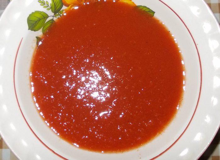 Смачний пікантний томатний соус до м'яса на зиму