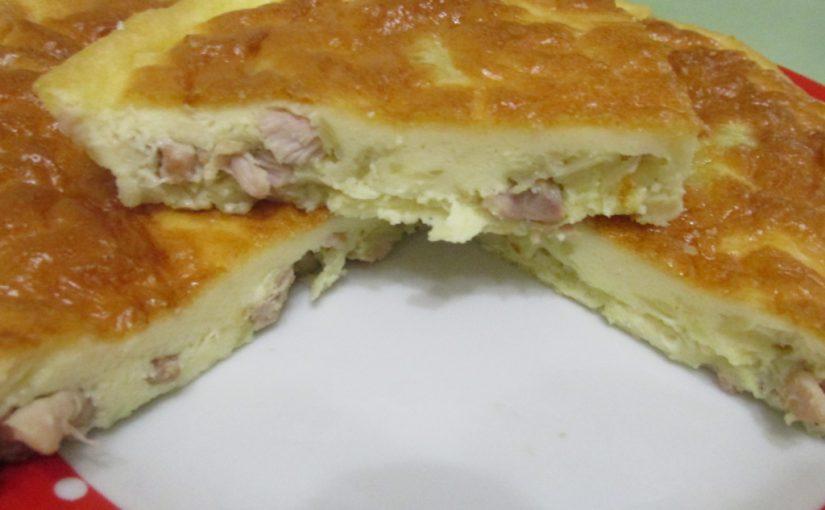 Швидкий заливний пиріг на майонезі і сметані з начинкою з м'яса курки