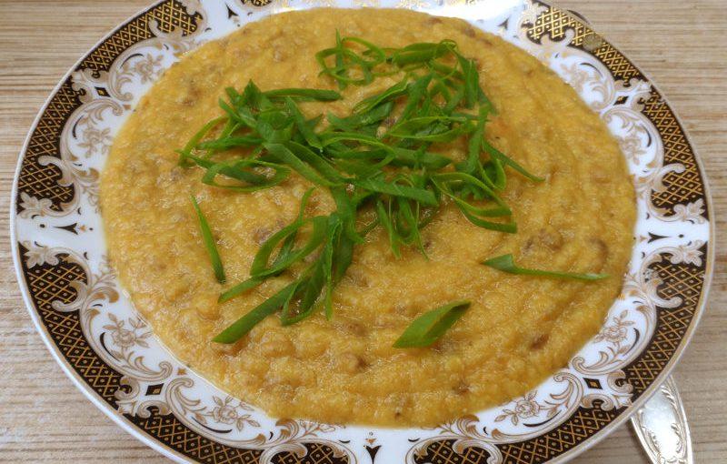 Сонячний гарбузово-сочевичний суп-пюре з коричневої сочевиці