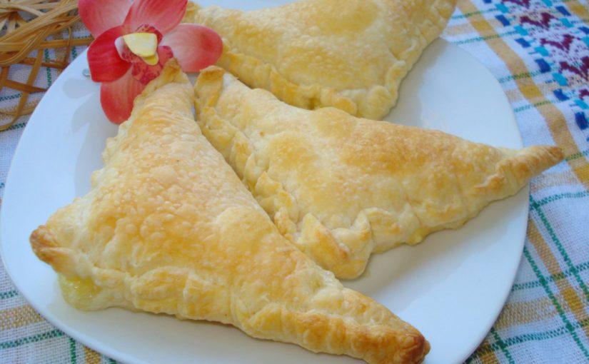 Смачні слойки з сиром з готового листкового тіста