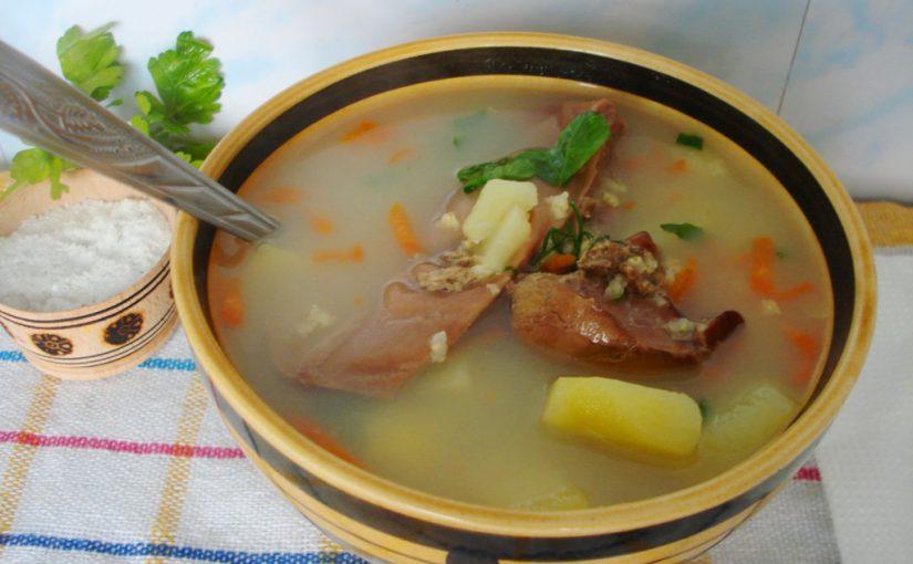 Селянський суп з пшоном, картоплею та гусячими потрухами