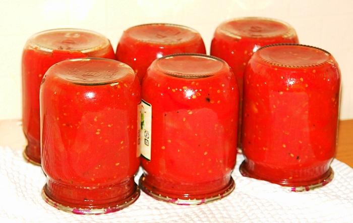 Смачне лечо з перцю, помідорів і цибулі на зиму – просто пальчики оближеш