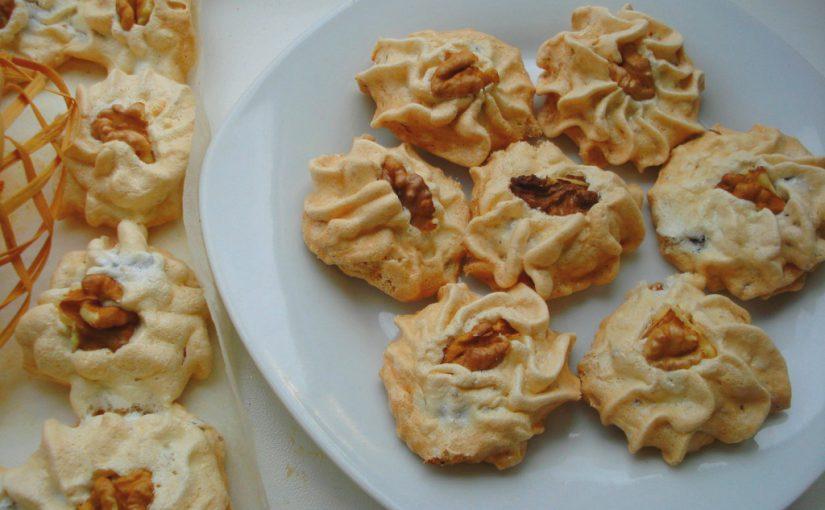 Домашнє тістечко безе з горіхами та сухофруктами в духовці