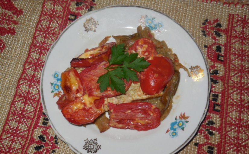 Свинина запечена з баклажанами і помідорами в духовці