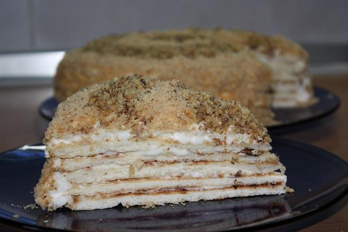 Сметанний торт на сковороді - смачний швидкий торт на сметані