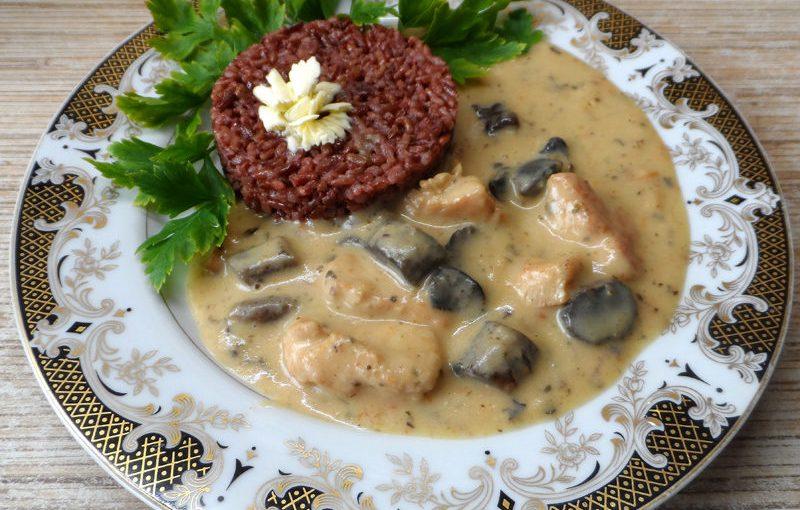 Індичка з лісовими грибами у вершковому соусі з сиром