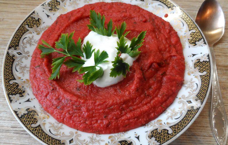 Рубіновий суп-пюре – незвичайний рецепт борщу