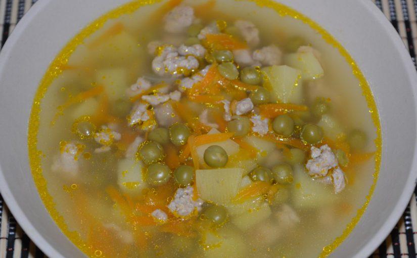 Незвичайний гороховий суп в мультиварці: з картоплею, м'ясом-фаршем і консервованим зеленим горошком