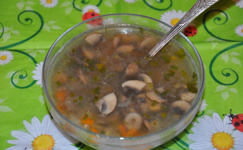 Смачний пісний грибний суп із печериць з рисом і овочами