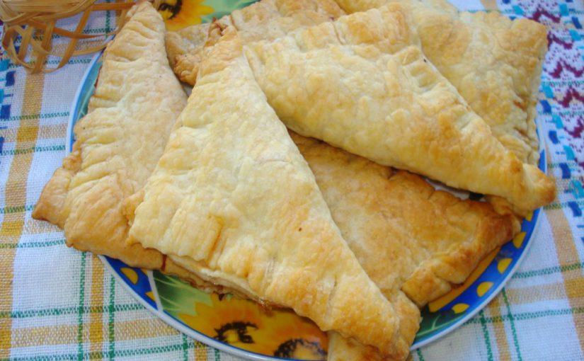 Слойки з м'ясом з готового листкового тіста – смачні та повітряні листкові булочки