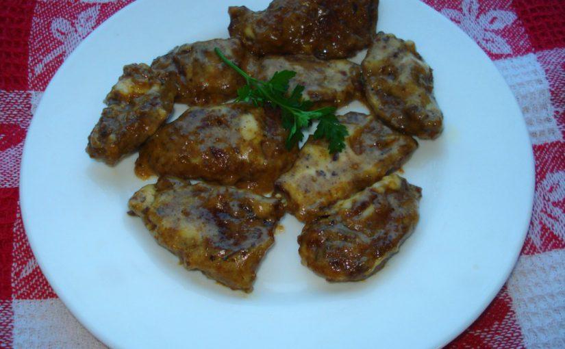 Яловича печінка зі сметаною і сиром тушкована на сковороді – смачна, м'яка та ніжна