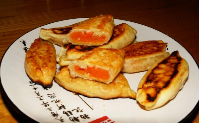 Солодкі смажені пиріжки з гарбузом з бездріжджового тіста