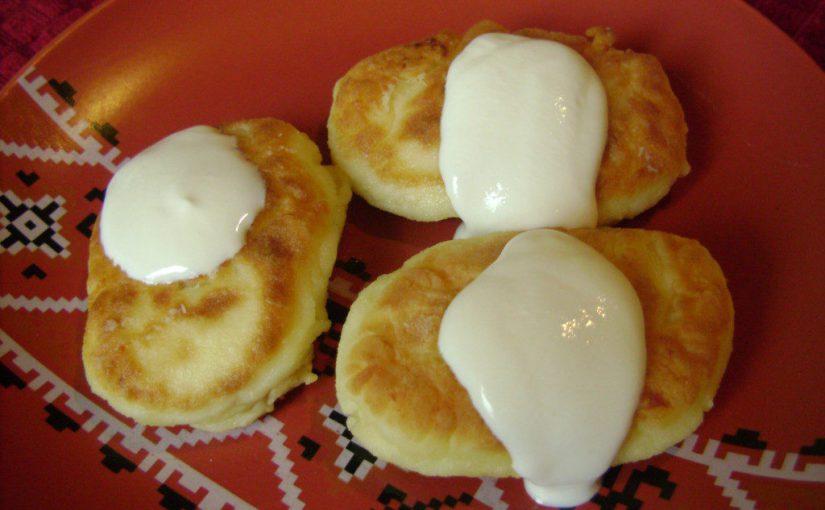 Пишні сирні сирники без соди на сковороді