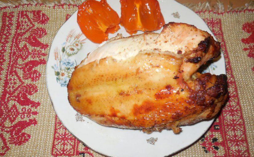 Смачні курячі грудинки, запечені в духовці, в соусі з хурми