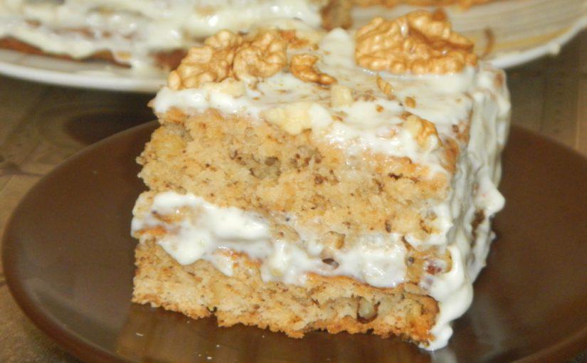 Сметанний торт з волоськими горіхами – смачний торт без яєць