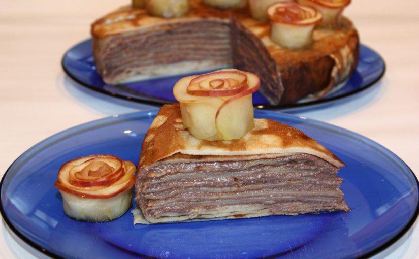Млинцевий пиріг з сиром і яблучними трояндами