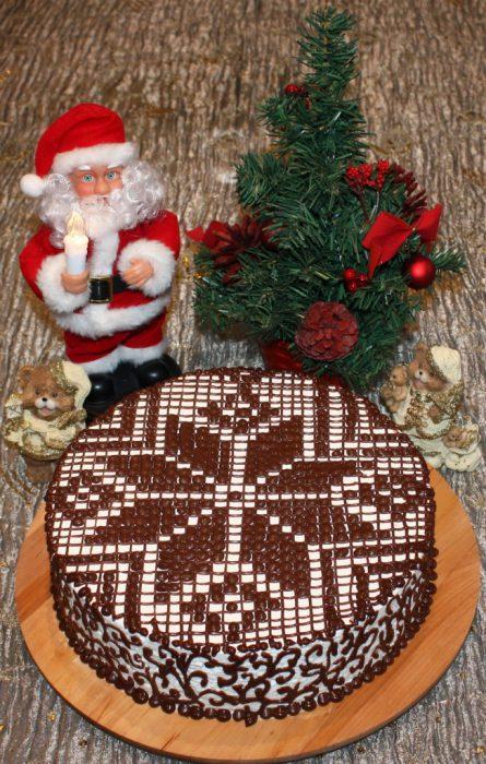 Бісквітний торт Сніжинка - з вершковим кремом та шоколадним візерунком