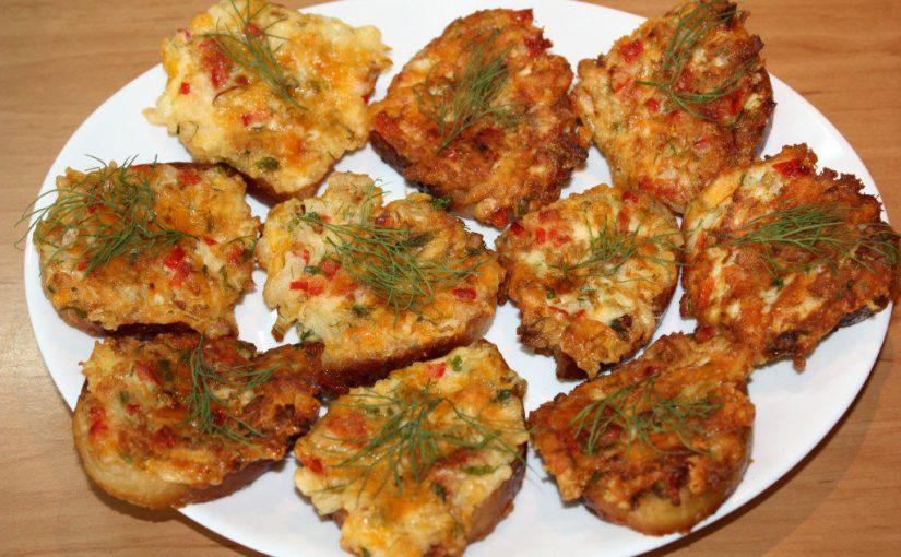 Гарячі бутерброди з сиром і яйцем на сковороді – прості та смачні