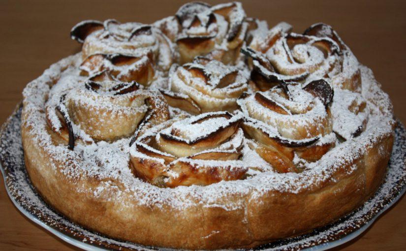 Пиріг Яблучні троянди з листкового тіста – простий і швидкий яблучний десерт