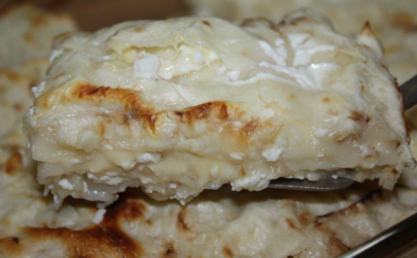 Лінива ачма з лаваша з сиром – швидка смачна закуска