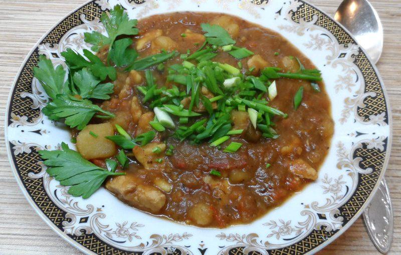 Угорський суп-гуляш з чипетке чи то з галушками