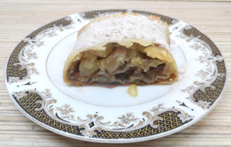 Традиційний віденський штрудель з яблуками з тіста філо