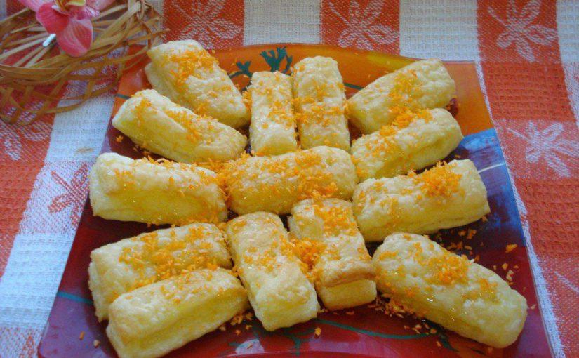 Ніжні слойки з готового листкового тіста з медом і кокосовою стружкою