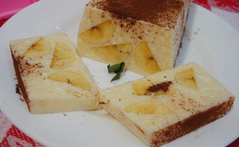 Простий і смачний сирний десерт з желатином і бананом