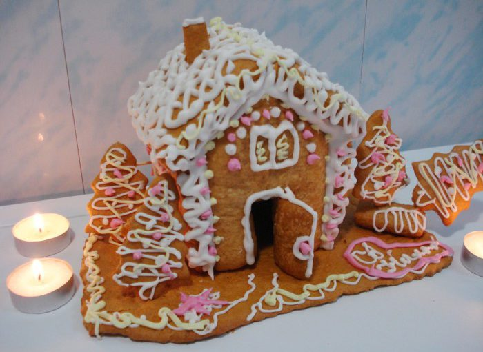 Різдвяний пряниковий будиночок з медового тіста