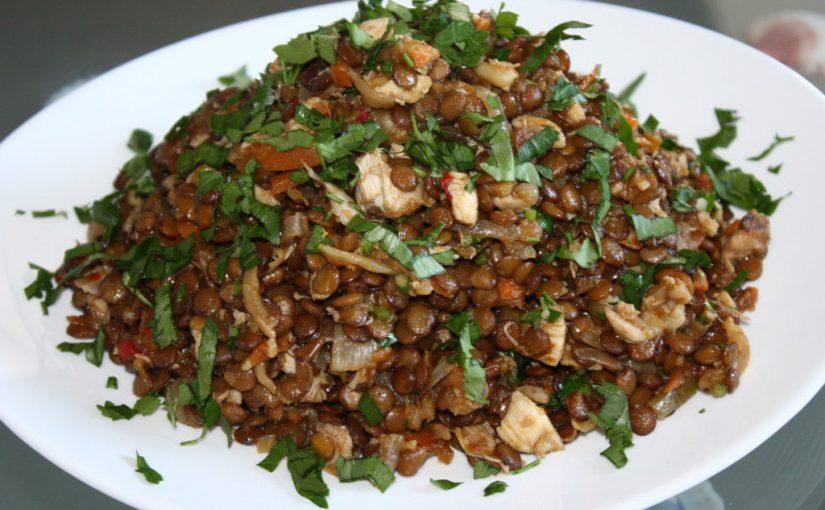 Сочевиця з куркою і овочами – смачний теплий салат із сочевиці зеленої