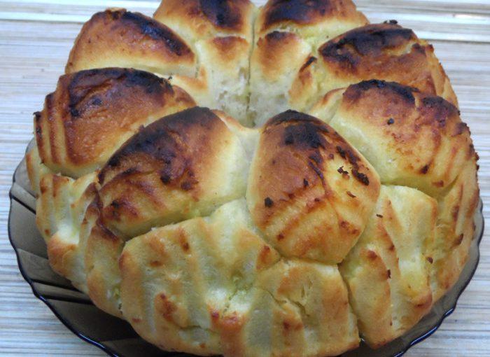 Мавпячий хліб з часником і маслом