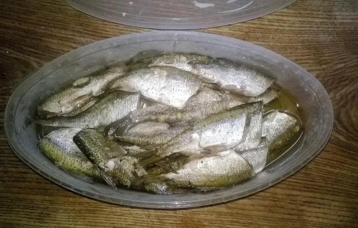 Домашні шпроти з річкової рибки