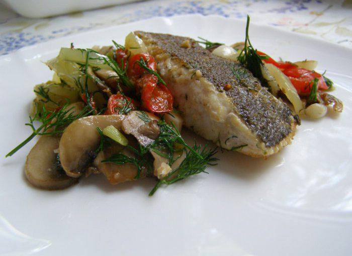 Камбала смажена в мультиварці з овочами і грибами