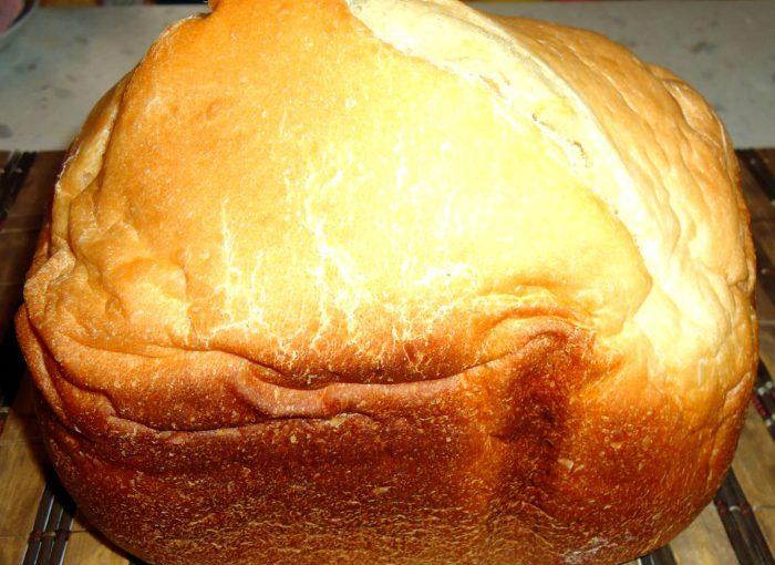 Смачний домашній білий здобний хліб в хлібопічці