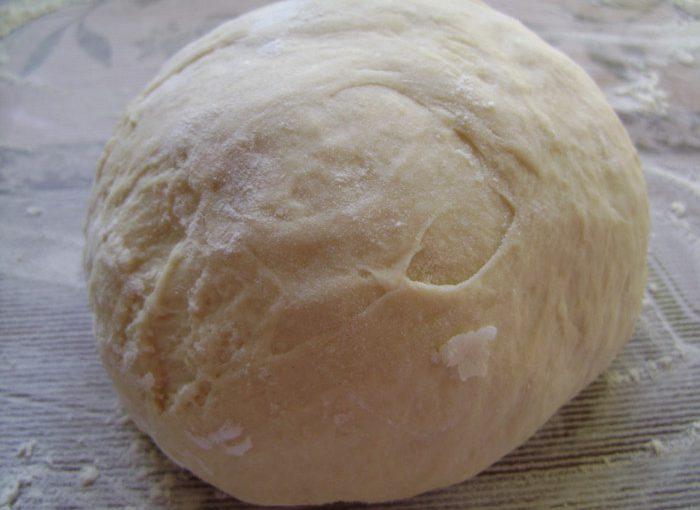 Смачне дріжджове тісто для смажених пиріжків – швидко та просто