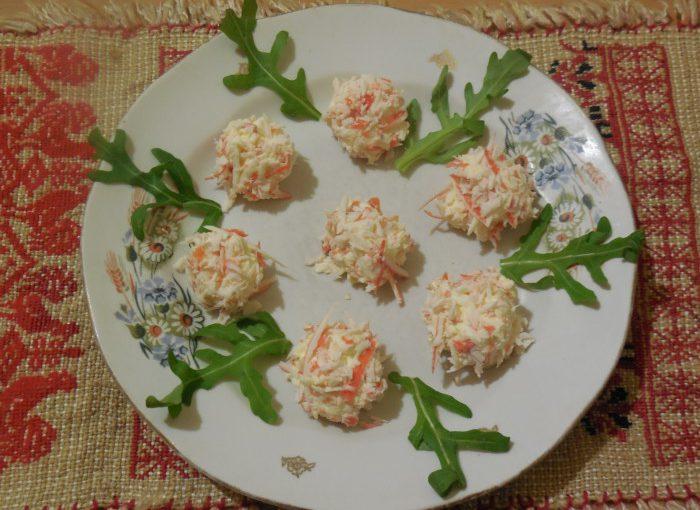 Закуска Рафаелло з крабових паличок, сиру і яєць – сирні кульки Рафаелло
