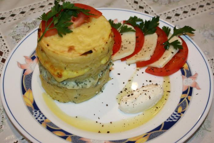 Картопля запечена з сиром пармезан і бринзою