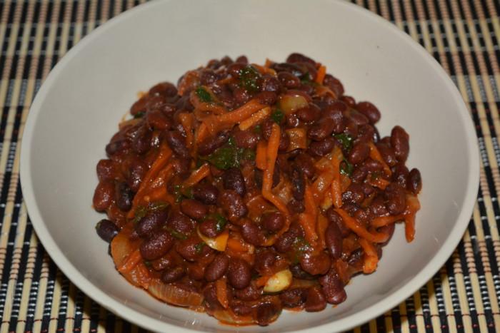 Класичний рецепт лобіо з червоної квасолі з морквою і цибулею