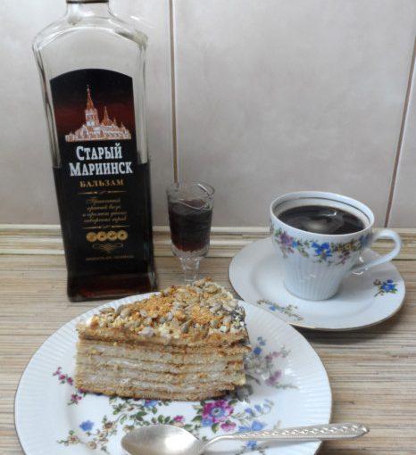 Сметанник на сковороді - смачний низькокалорійний торт зі сметаною