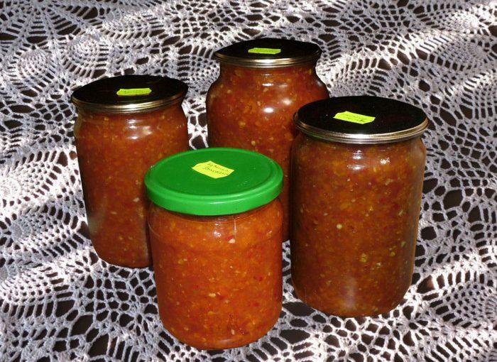 Смачна аджика з баклажанами, помідорами і перцем в мультиварці