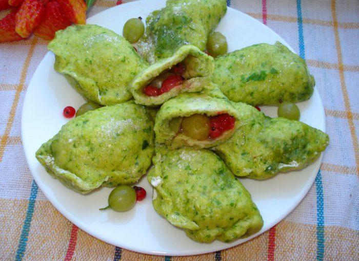 Зелені вареники з ягодами на пару – пишні вареники на кефірі