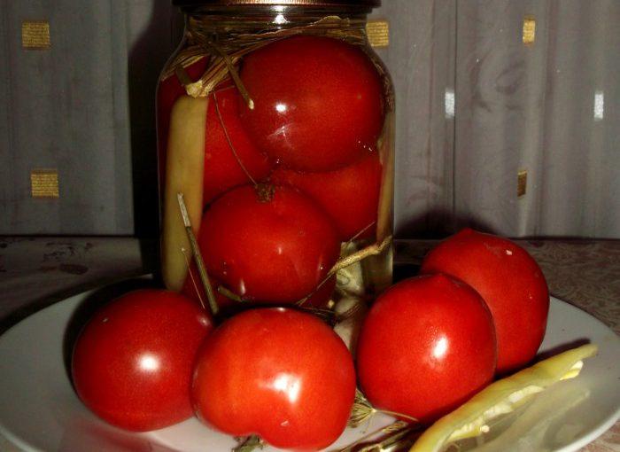 Мариноване асорті з помідорів і перцю в солодкому маринаді
