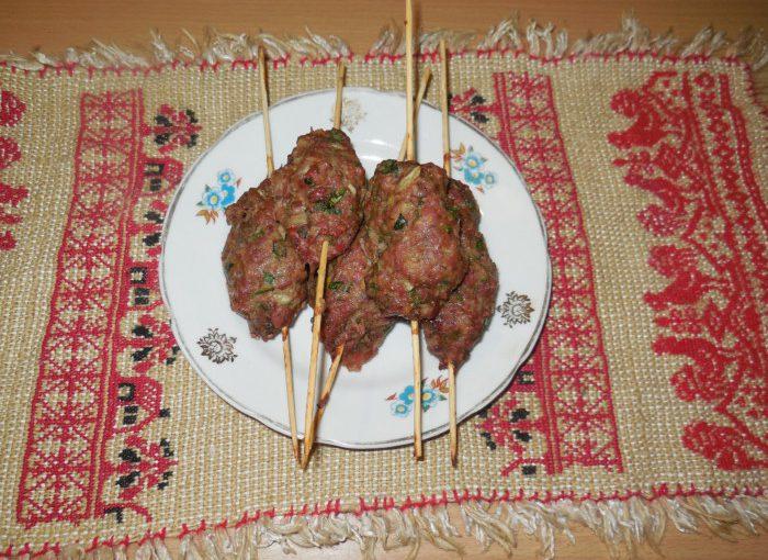 Домашній люля-кебаб з яловичини в духовці