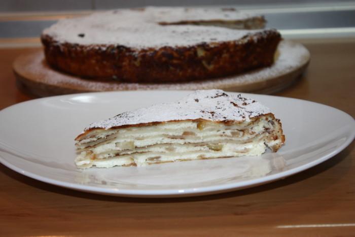 Млинцевий пиріг з сиром і яблуками – смачний яблучний десерт