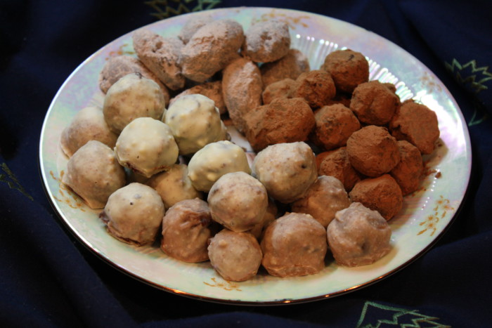Шоколадні цукерки трюфель з різним топінгом – смачні домашні цукерки