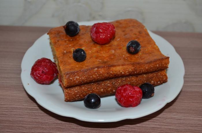 Простий і швидкий заливний пиріг на кефірі без начинки